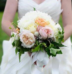 white dahlias garden roses ivy - Garden Rose Bouquet